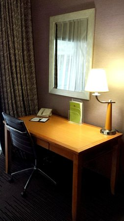 DoubleTree by Hilton Hotel Downtown Wilmington - Legal District : Beautiful and ample working desk area