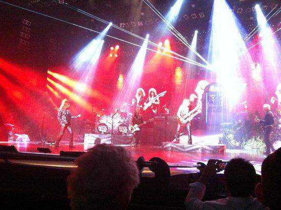 Raiding The Rock Vault: big voices, big show