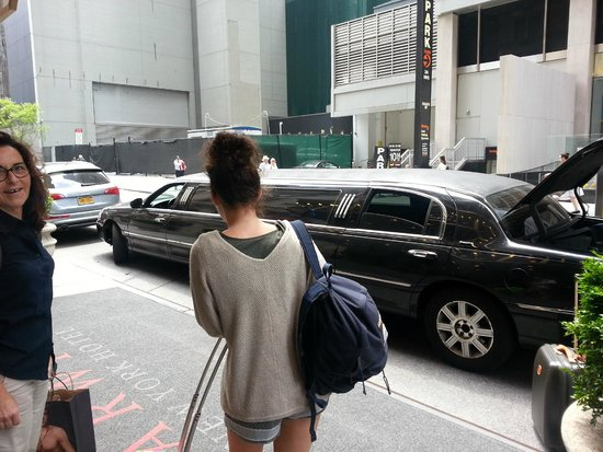 Warwick New York Hotel: Esterno la partenza in limousine