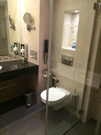 Hilton Gdansk : Großzügiges Badezimmer