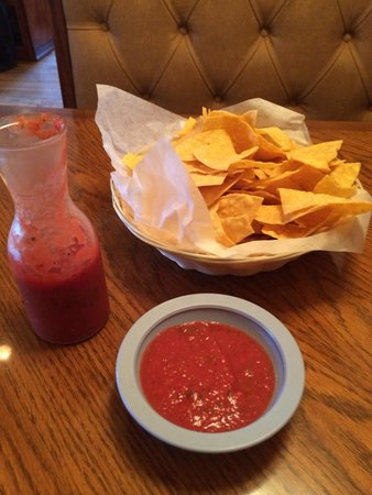 El Rodeo Mexican Restaurant : Warm chips and good salsa