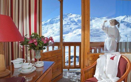 Hotel L'ours Blanc: Vue Exceptionnelle de la chambre