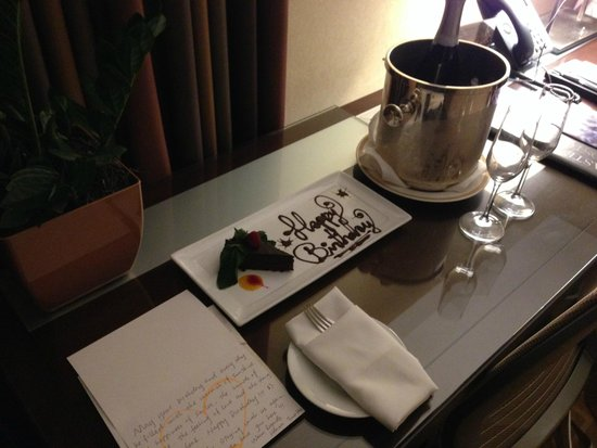 InterContinental Boston : Wonderful Birthday Surprise in Room