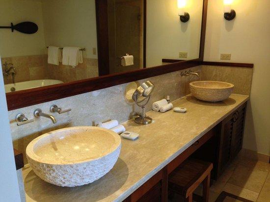 Royal Lahaina Resort: Royal Lahaina Suite bathroom sinks