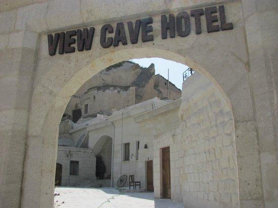 View Cave Hotel: Вход в отель