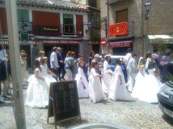 Virgen De La Estrella : procession outside the restaurant
