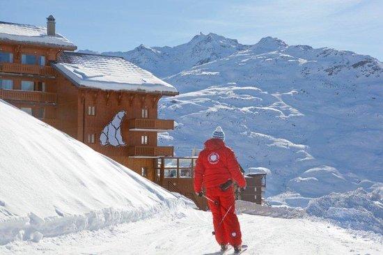 Hotel L'ours Blanc : Arrivez à l'hôtel skis aux pieds