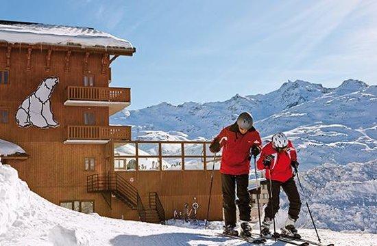 Hotel L'ours Blanc : Départ de l'hôtel skis aux pieds