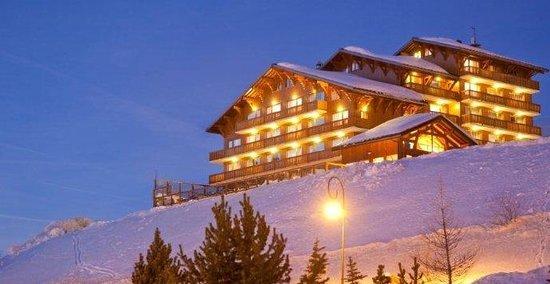 Hotel L'ours Blanc: Hôtel L'Ours Blanc la nuit