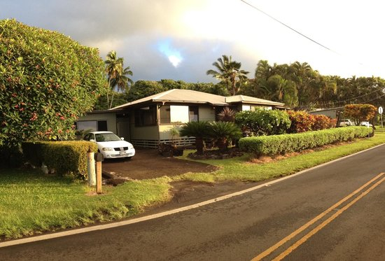 Hana Accommodations: Our little bungalow (we're on the left)