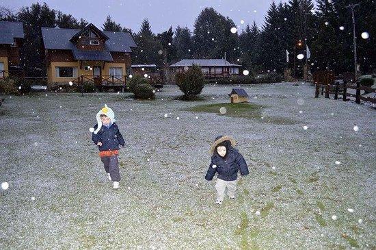 Tierra Surena: Mis nenes jugando mientras nieva