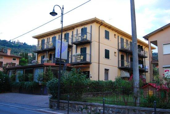 Hotel Garni Al Caval : View from the street