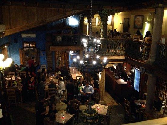Como Agua Para Chocolate: Salão principal do restaurante