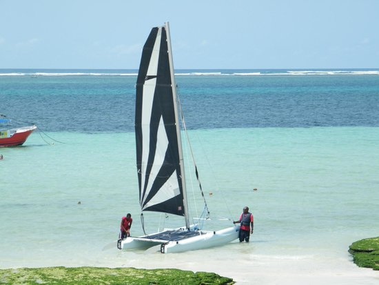 Voyager Beach Resort: sailing
