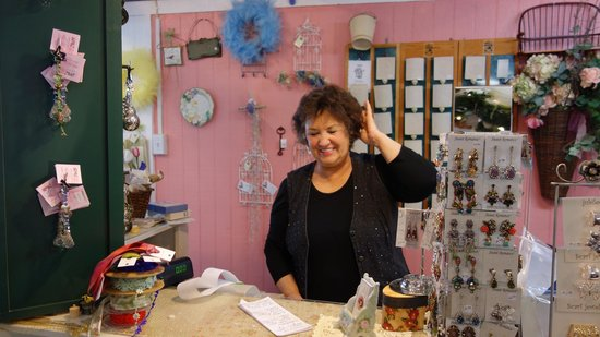 Nipomo, CA: The nice lady who owns the shop