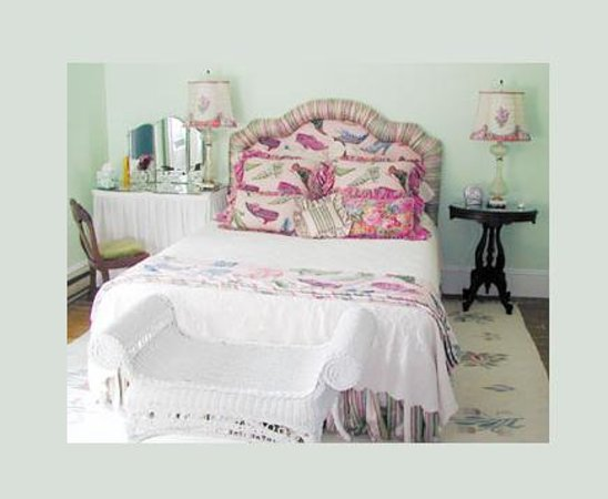 Among the Lakes Bed & Breakfast : Great Pond Room