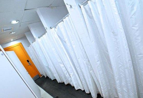 SoBe Hostel : Shared Bathrooms