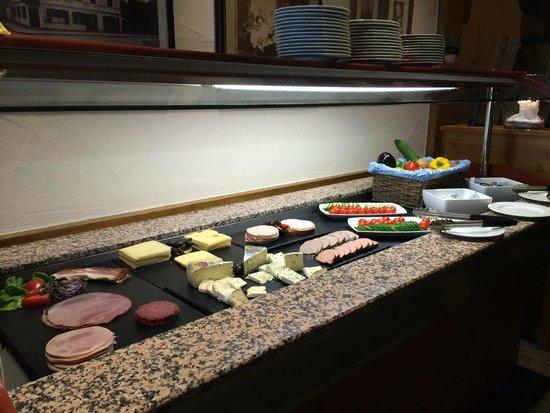 Hotel Schlosskrone : Breakfast buffet (only part of it)