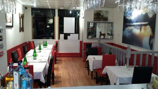 Tamarind Gardens Indian Bar & Restaurant: Tamarind Gardens Indian Restaurant & Takeaway