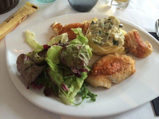 La Romana : Plat de jour. Cabaillard (fried fish) with tagliatelle in a leek sauce.