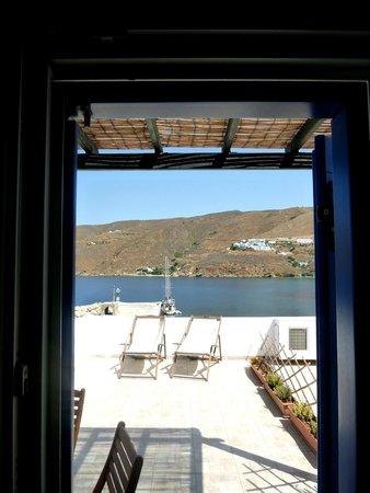 Hotel Mike: la terrasse d'une des chambres situées au 3e étage