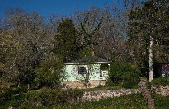 Cliff Cottage Inn - Luxury B&B Suites & Historic Cottages: Oscar Wilde's Cottage