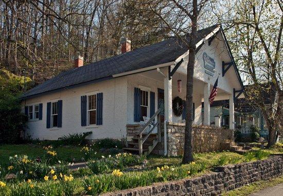 Cliff Cottage Inn - Luxury B&B Suites & Historic Cottages: The Artist's Cottage