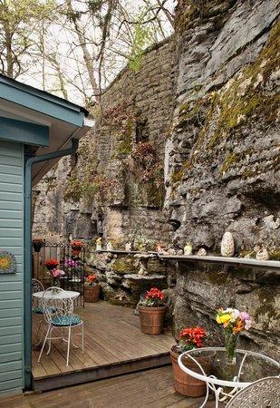 Cliff Cottage Inn - Luxury B&B Suites & Historic Cottages: Cliff Cottage deck