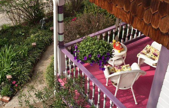 Cliff Cottage Inn - Luxury B&B Suites & Historic Cottages: One of many porches to relax on