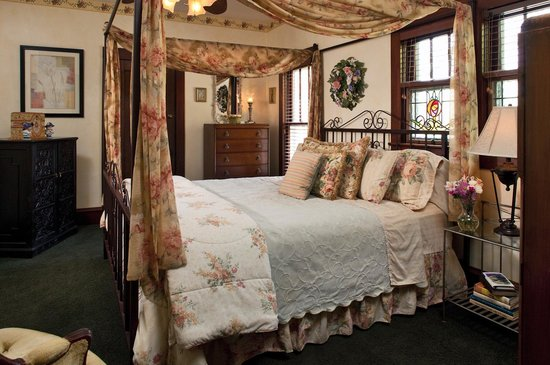 Cliff Cottage Inn - Luxury B&B Suites & Historic Cottages: Emily Dickinson Bedroom