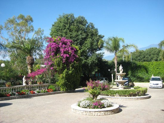 Sant Alphio Garden Hotel & Spa : территория отеля
