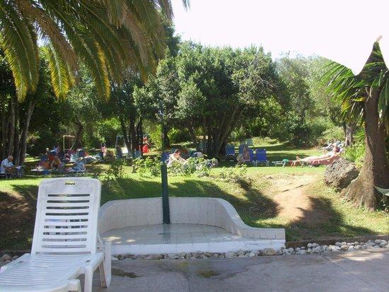 Aquis Park Hotel : Grassy area