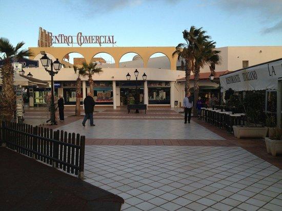 Broncemar Beach: Shopping centre