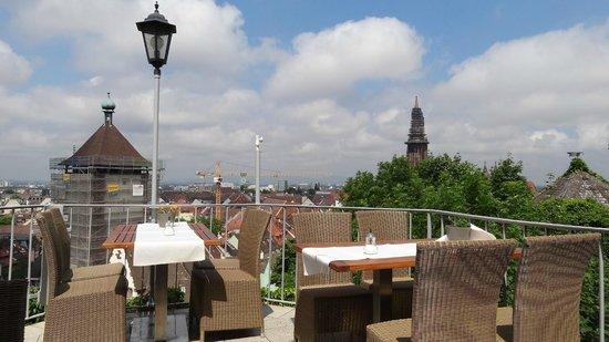 uitzicht vanaf het terras over de stad bild von greiffenegg schl ssle freiburg tripadvisor. Black Bedroom Furniture Sets. Home Design Ideas