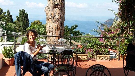 Hotel La Reginella: colazione in terrazza