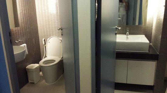 Citadines Sukhumvit 11 Bangkok: Shower room. There'a another one with bathtub at the main room.
