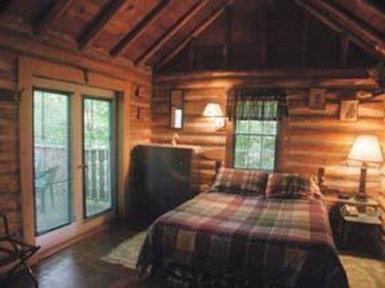 O'Malley's Inn: Log Cabin interior