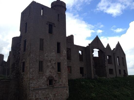 Kilmarnock Arms Hotel: slains castle