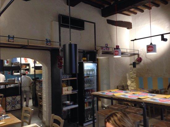 Bella Ischia : Pizzeria stile industrial