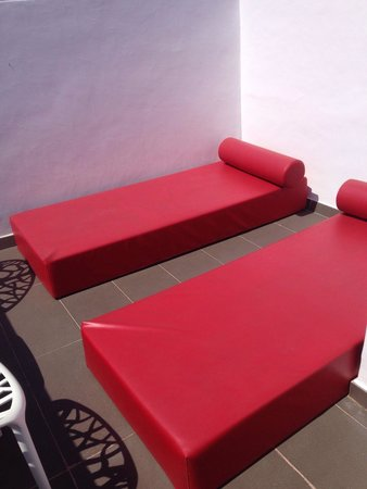 Migjorn Ibiza Suites & Spa: Private balcony with comfy sun loungers