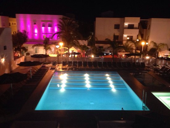 Migjorn Ibiza Suites & Spa: Pool at night