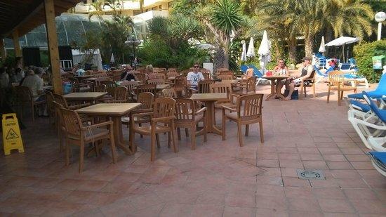 Hotel Best Tenerife : terras bij zwembad bar