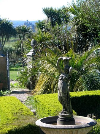 Ednovean Farm: The Mediterranean style courtyard with St Michael's Mount Beyond