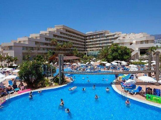 Hotel Best Tenerife: Foto van het hotel vanaf de waterval