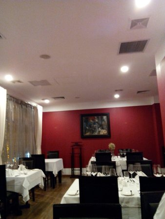 Bluebird Wine Cellar & Restaurant: 店内