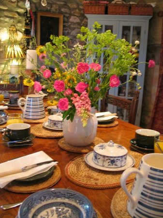 Ednovean Farm: Our farmhouse refectory table ready for Breakfast