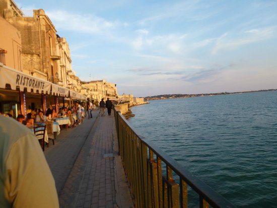 Grand Hotel Minareto : Restaurants in Ortegia