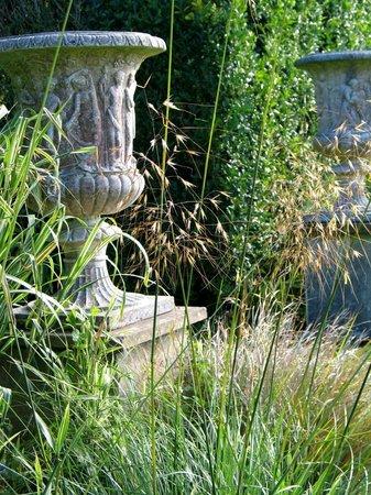 Ednovean Farm: Big stone urns flank the Italian Gardens