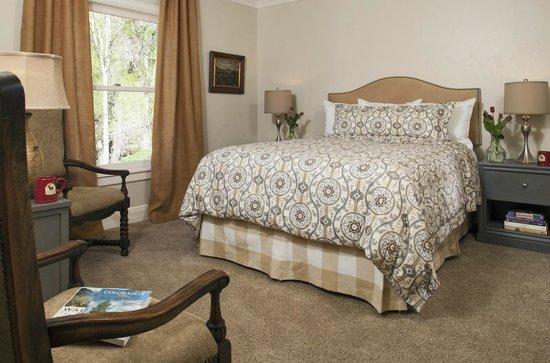 Antlers on the Creek Bed & Breakfast : Shearer Creek - Queen bedded room