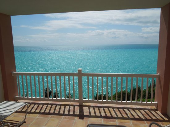 Pompano Beach Club: Beautiful Bermuda Water from our room